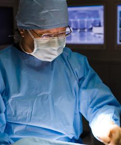 春岡先生手術風景