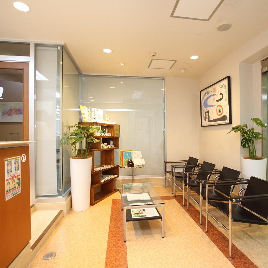 博多駅(筑紫口方面) 徒歩4分です。